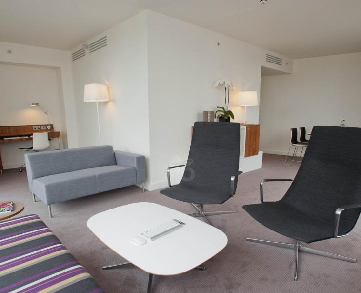 redim-OK Hilton city-suite--v1242593-49-1440.jpg