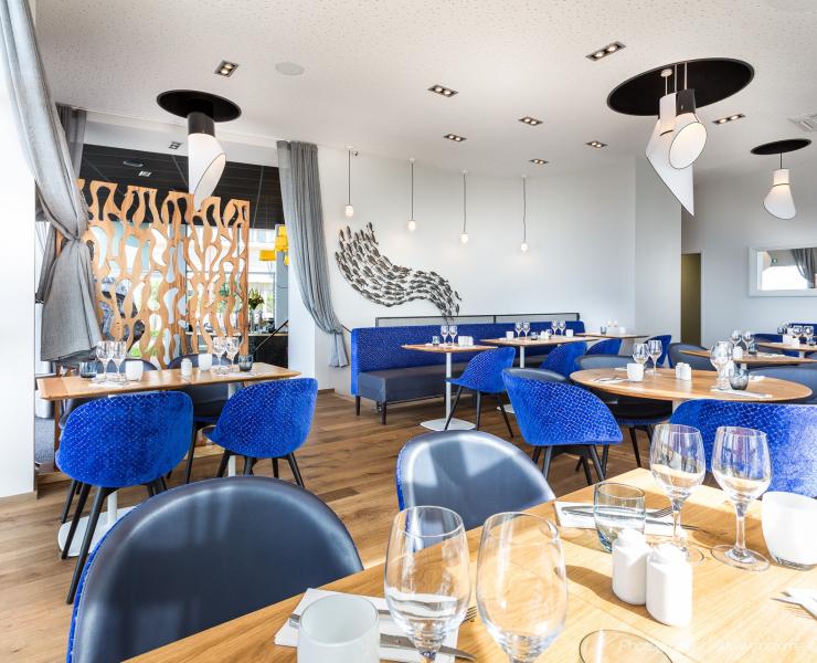 Shore-Brasserie-La-Baule-Salle-bleue-1.jpg
